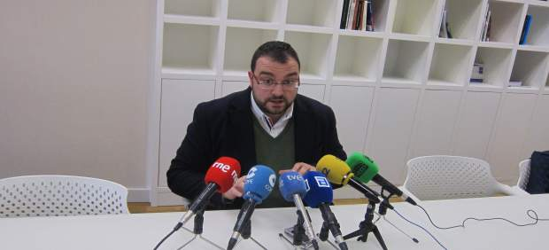 El presidente de ACOM-España, Adrián Barbón.
