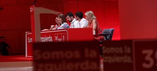 Idoia Mendía junto con otros socialistas durante el Congreso del PSOE