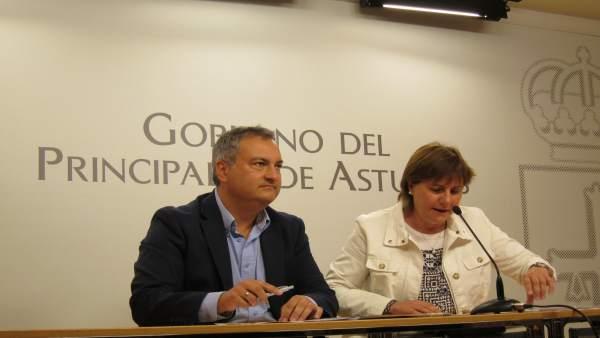 La consejera de Servicios y Derechos Sociales, Pilar Varela, y Fermín Bravo