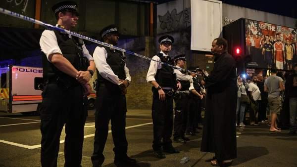 Varias personas en la zona del atropello masivo en Londres