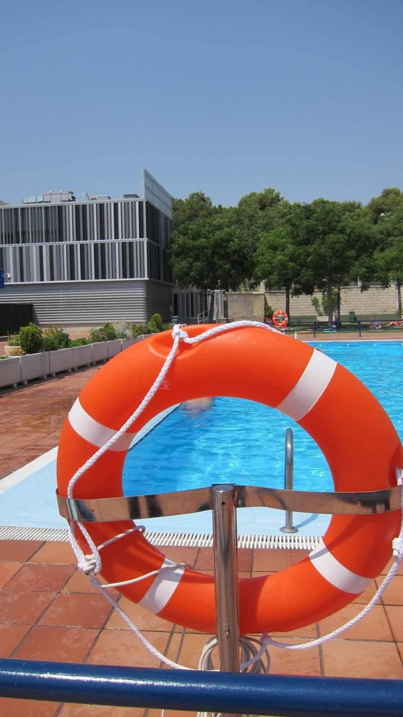 Piscinas medidas de seguridad higiene y reclamaciones for Salvavidas para piscinas