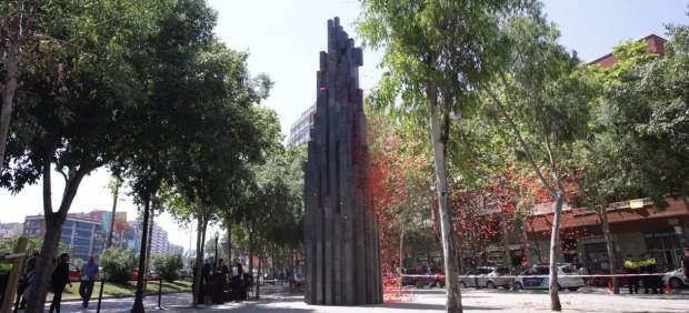 Monumento que recuerda a las víctimas de Hipercor.