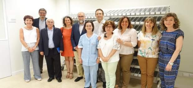 Domínguez, durante la visita al Servicio de farmacia.