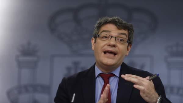 Rueda de prensa del ministro Álvaro Nadal tras el Consejo de Ministros