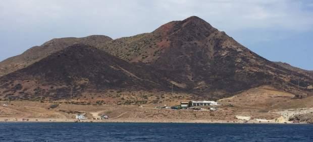 Ladera calcinada tras el incendio en el Parque Natural de Cabo de Gata-Níjar