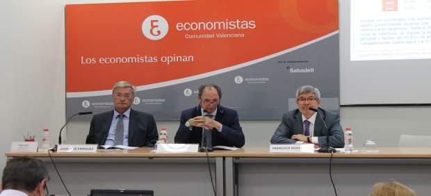Querol (centro) junto a Enríquez y Menargues