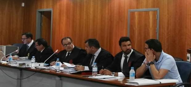 Juicio jurado acusado matar a un niño en una balsa de Málaga
