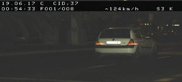 Detingut un jove que circulava a 117 km/h en l'Avinguda del Cid