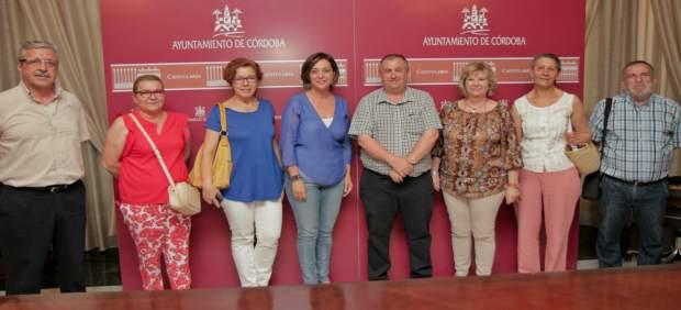 La alcaldesa con miembros de la Federación de Asociaciones Vecinales 'Al-Zahara'
