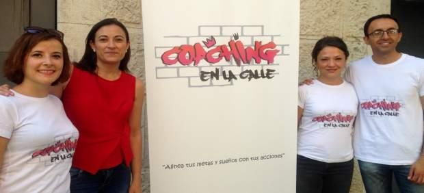 Profesionales de 'Coaching en la calle' junto a Yolanda Pedrosa (2i).
