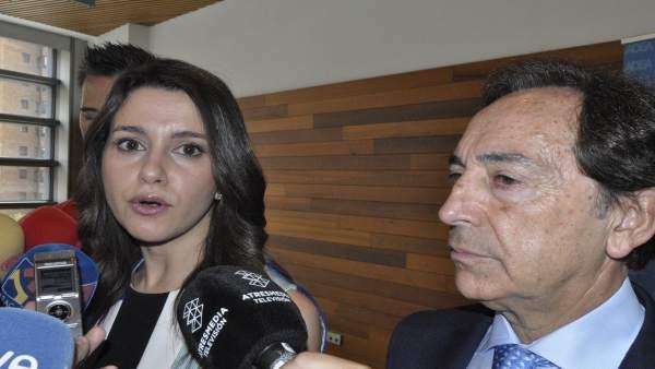 La portavoz de Cs, Inés Arrimadas, y el presidente de ADEA, Salvador Arenere.