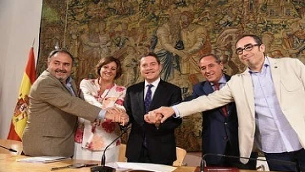 Page firma el acuerdo