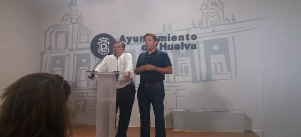 Los concejales de Ciudadanos en Huelva Ruperto Gallardo y Enrique Figueroa.