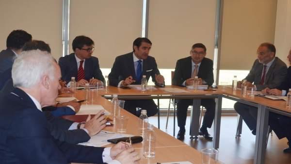 León: Quiñones (C) presenta el operativo contra incendios