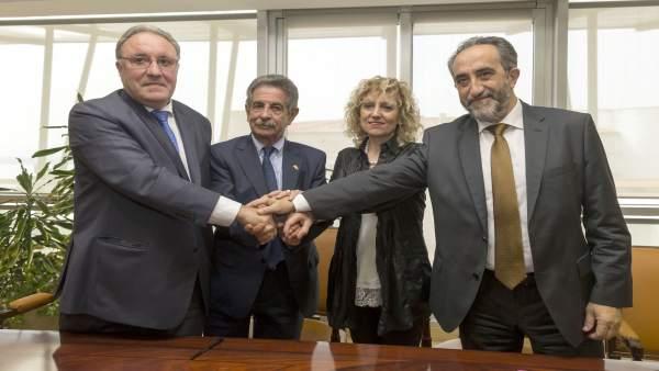 Firma del acuerdo del Gobierno de Cantabria con Sidenor