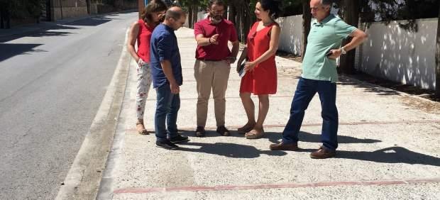 Valdivielso (c) visita las obras ejecutadas en la travesía de Valdepeñas de Jaén