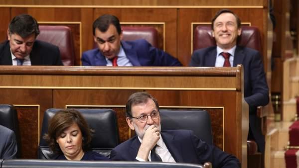 Soraya Sáenz de Santamaría y Mariano Rajoy en le debate de la moción de censura.