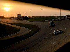 Establecen el récord de la mayor distancia recorrida en 12 horas en un coche solar en el día con más luz del año