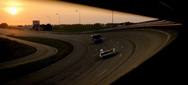 Intentan batir el récord de la mayor distancia recorrida en 12 horas en un coche solar