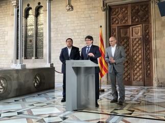 Carles Puigdemont y los consellers Oriol Junqueras y Raül Romeva