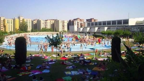 Las piscinas municipales registran datos de r cord en sus for Apertura piscinas zaragoza 2017