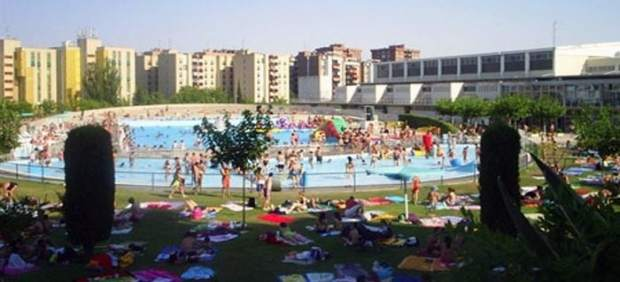 Las piscinas municipales registran datos de r cord en sus for Piscina municipal zaragoza