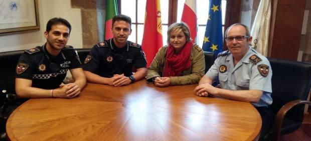 Reconocimiento a dos agentes de la Policía de Camargo