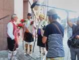 Periodistas japoneses en las Fogueres de Sant Joan