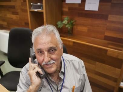 Mariano Rodríguez Martínez és Ordenança a l'Àrea de Coordinació, Planificació, Desenvolupament Econòmic i Ocupació de L'Hospitalet i té 64 anys.