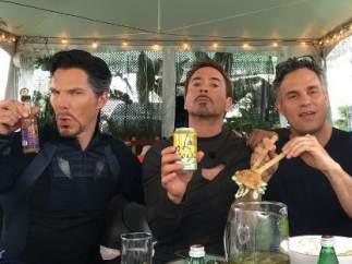 Doctor Strange, Iron Man y Hulk se toman un piscolabis entre batalla y batalla