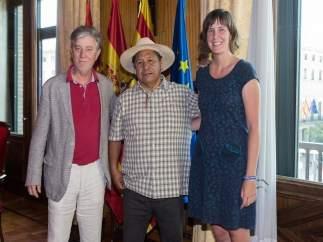 Santisteve y Artigas con activista mexicano defensor indígena J. L. Fernández