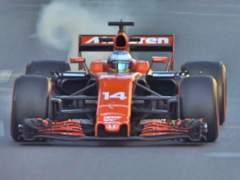 Sigue el drama de McLaren y Alonso: rompe el motor en Bakú