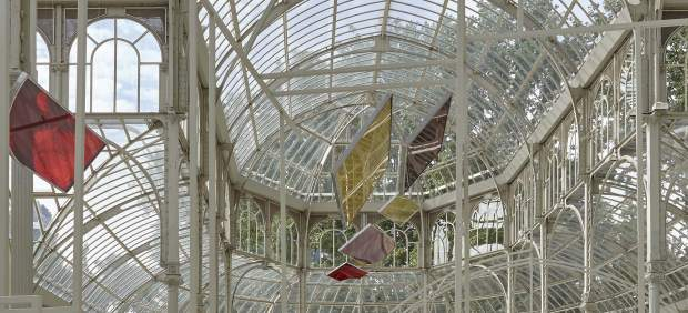 La artista Rosa Barba convierte el Palacio de Cristal del Retiro en una peculiar sala de proyección
