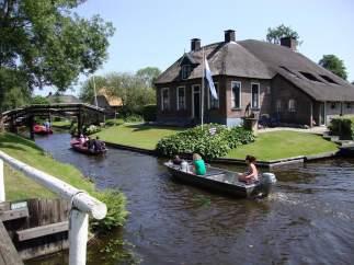 """Giethoorn, el encanto de la pequeña """"venecia"""" holandesa"""