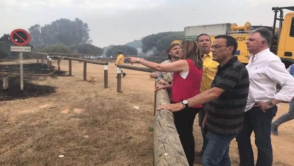 Susana Díaz visita zonas afectadas por el incendio de Moguer (Huelva)