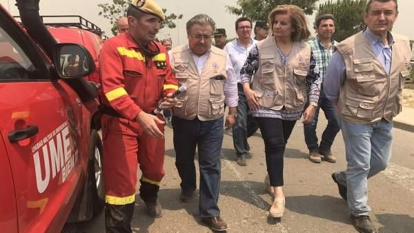 Los ministros Juan Ignacio Zoido y Fátima Báñez en el incendio de Moguer