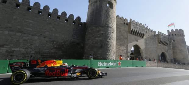 Alonso, milagroso: logra en Bakú sus primeros puntos del año y Ricciardo se hizo con el triunfo