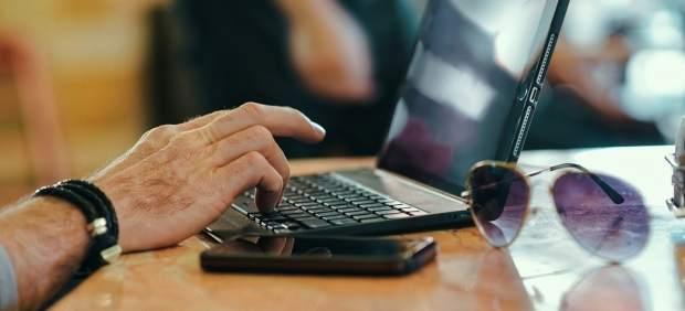 Las pymes canarias son las que menos venden online con los gastos de envío como el principal freno ...