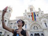 La bandera arcoíris ondea en Madrid