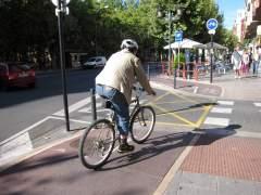 Ciclista en carril bici de Logroño