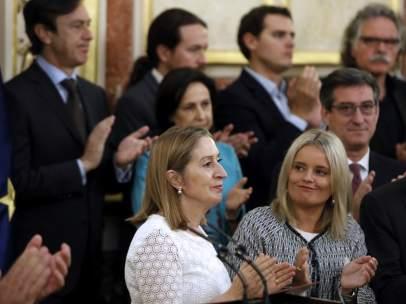 La presidenta de la Fundación Víctimas del Terrorismo, Mari Mar Blanco y la presidenta del Congreso, Ana Pastor