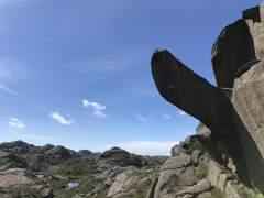 Hacen una colecta para reconstruir una roca natural con forma de pene en Noruega