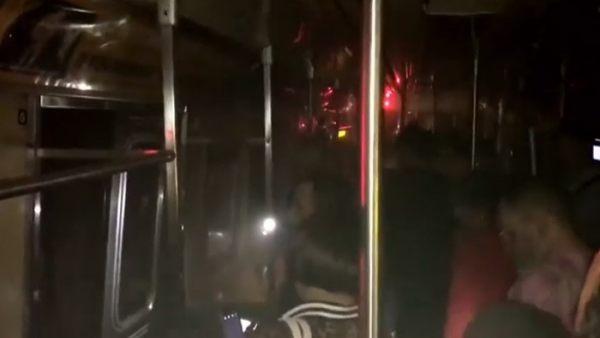 Un metro descarrila en Nueva York