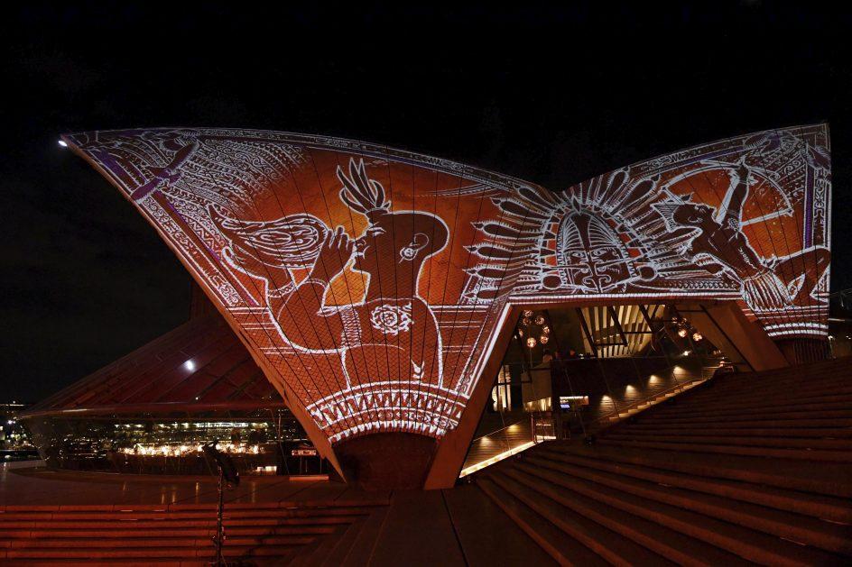 La Ópera de Sídney, una obra de arte. Proyección artística Badu Gili sobre el edificio de la Ópera de Sídney (Australia).