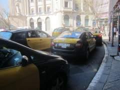 Taxistas de Barcelona hacen huelga y protestan este jueves contra empresas como Uber