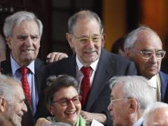 Críticas a la medalla al exministro Rodolfo Martín Villa