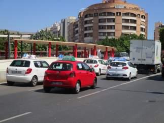 Caravana de autoescuelas en protesta