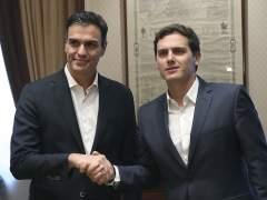 Sánchez y Rivera pactan trabajar en otoño en un borrador de reforma de la Constitución