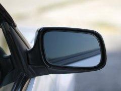 ¿Utilizas bien los espejos retrovisores? Te contamos cómo debes hacerlo correctamente