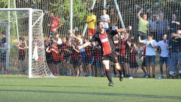 Celebración del segundo gol ante el Atlético Malagueño en el partido de ida del Play Off